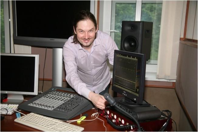 Анатолий Мачуленко в своей студии «2TrackRecords»